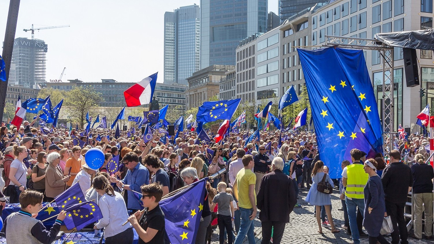 ERASMUS AND CIVIL SERVICE AS THE WAY FORWARD TO A EUROPEAN DEMOS: RATIONALE AND FEASIBILITY